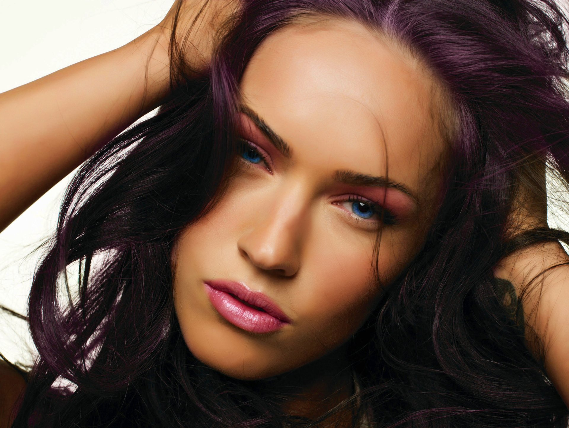 Celebrity - Megan Fox  Wallpaper