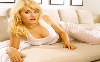 Celebrity - Elisha Cuthbert Wallpapers and Backgrounds ID : 110914