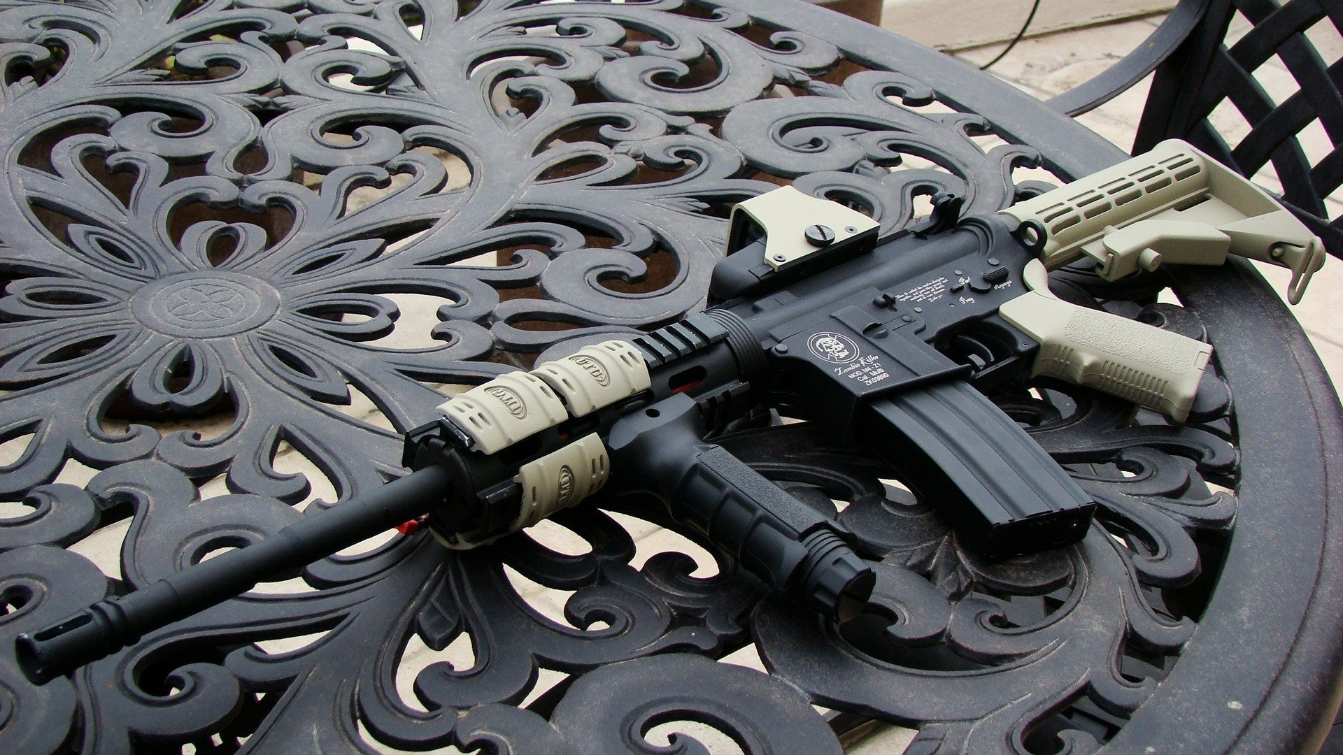 Weapons - Assault Rifle  Wallpaper