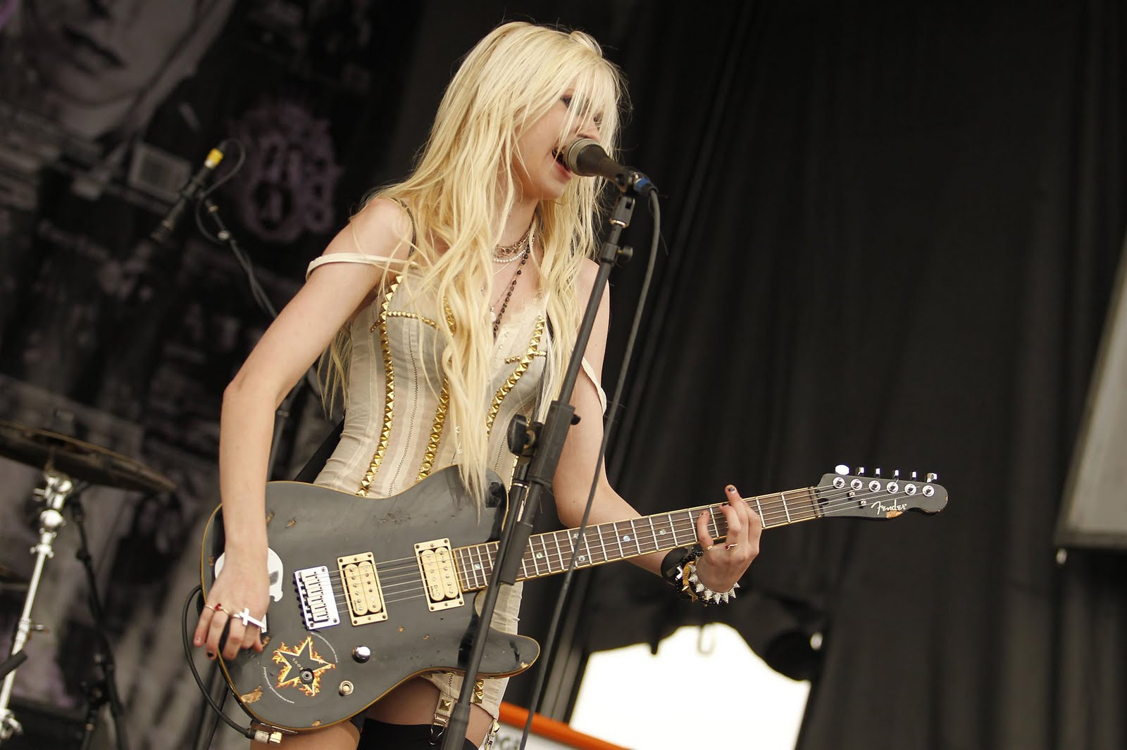 Taylor Momsen Wallpaper and Background Image | 1600x1066 ... тейлор момсен