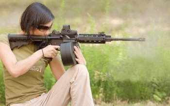 Women - Women & Guns Wallpapers and Backgrounds ID : 143528