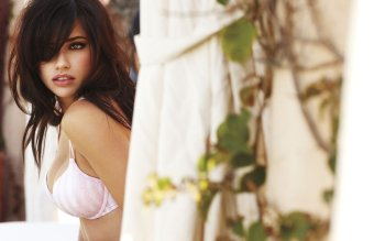 Berühmte Personen - Adriana Lima Wallpapers and Backgrounds ID : 151724