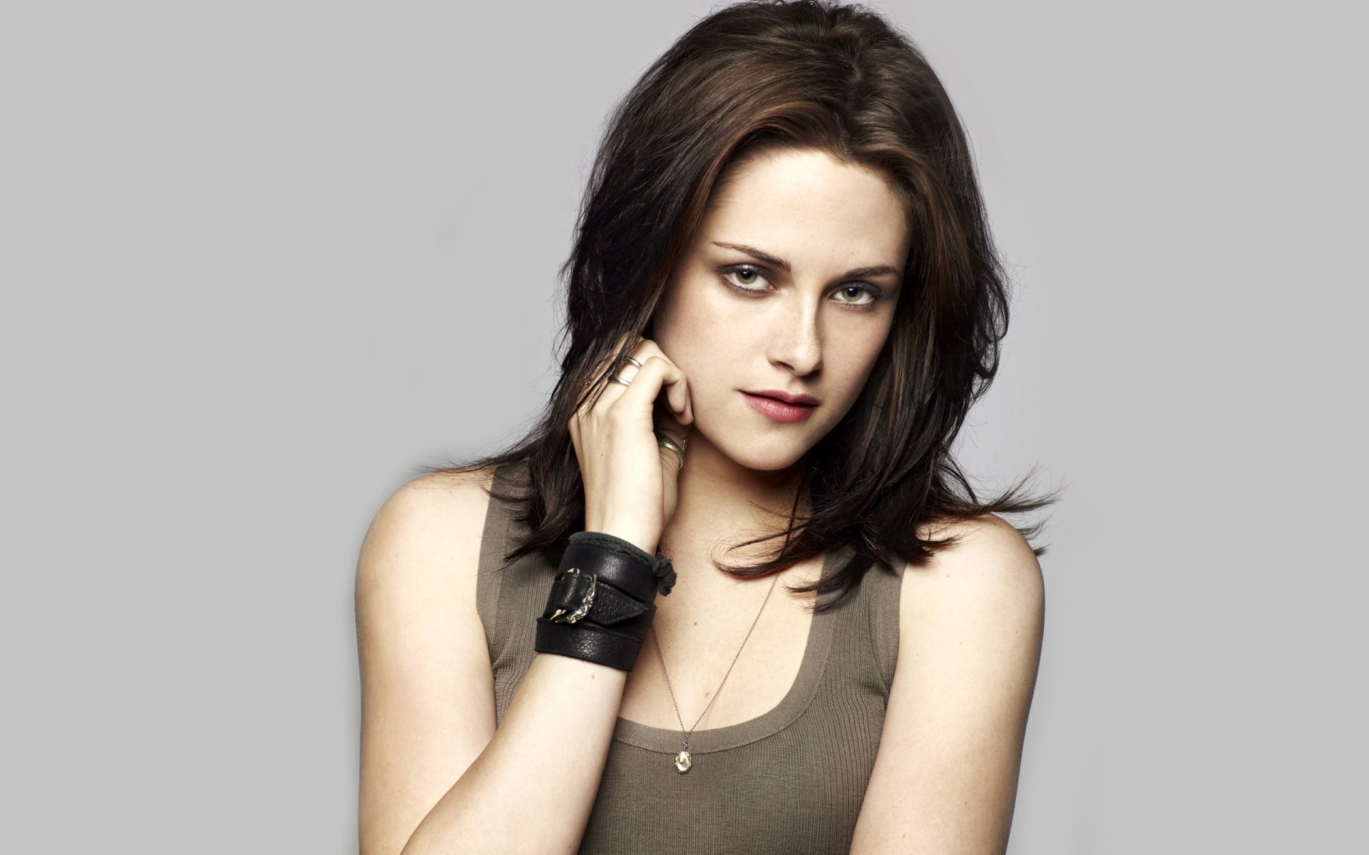 Celebrity - Kristen Stewart  Brunette Celebrity Cute Wallpaper