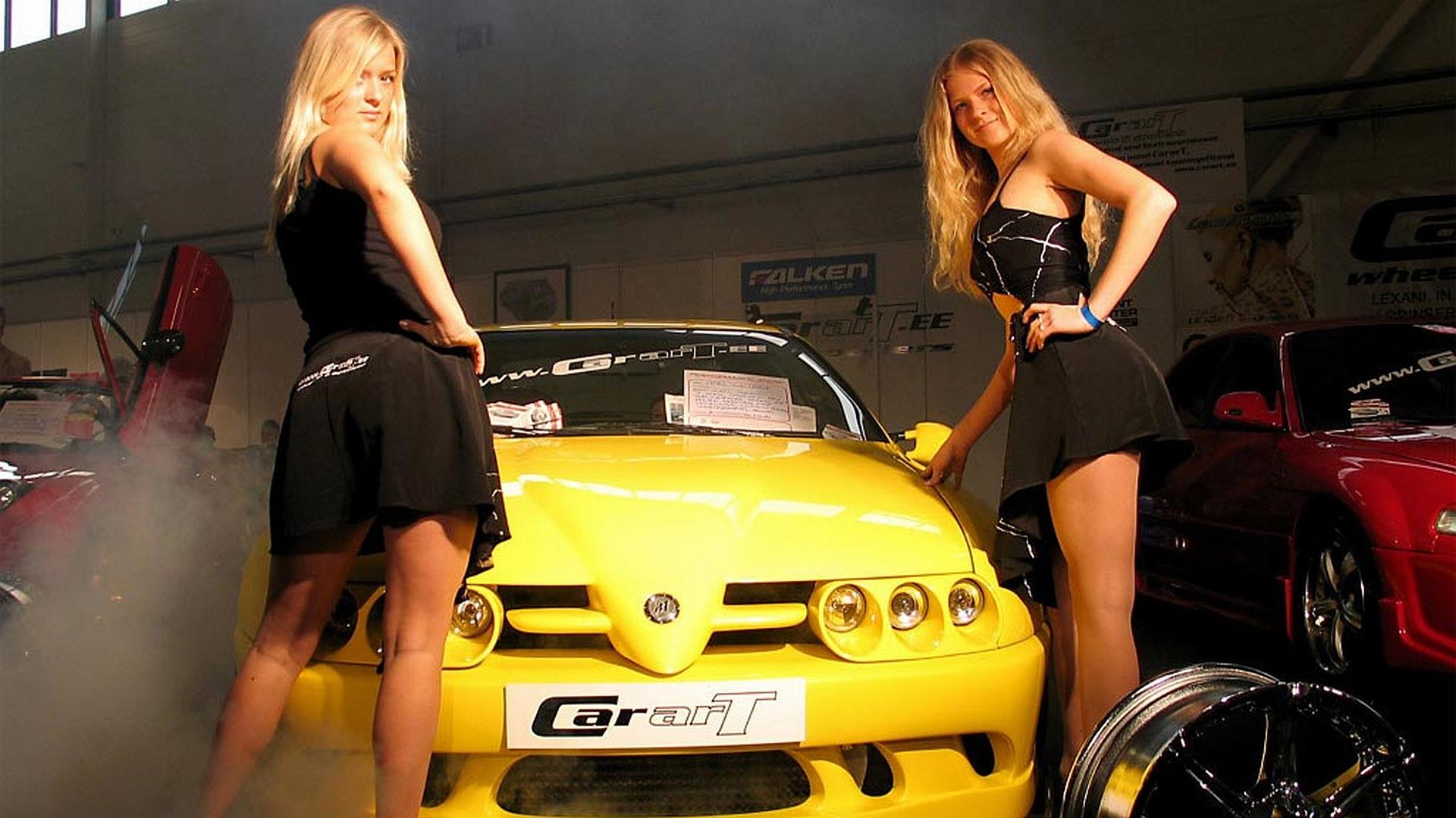 Красивые девушки с новыми авто фото