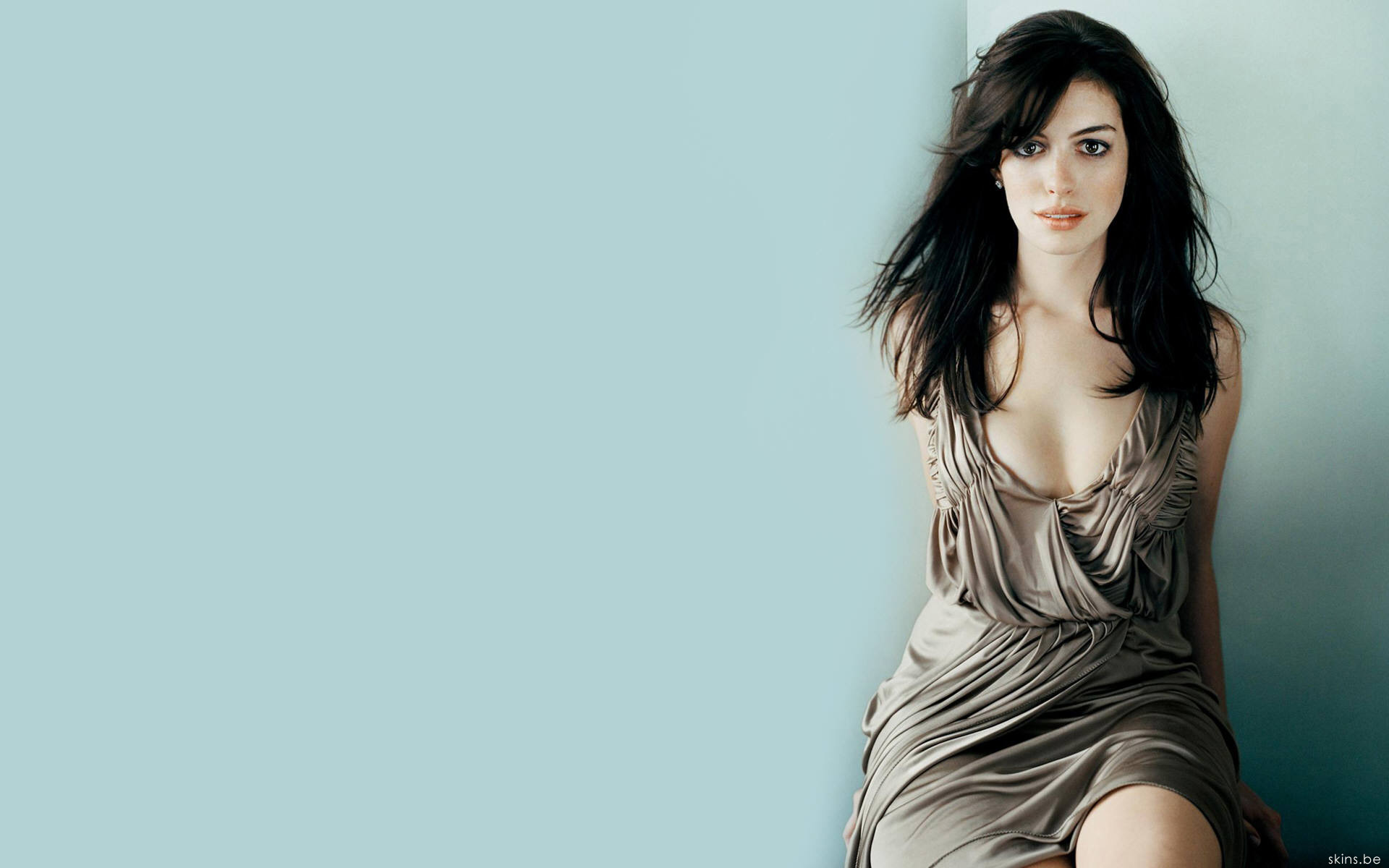 Celebrity - Anne Hathaway  Wallpaper