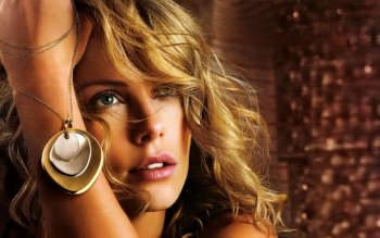 Celebrity - Charlize Theron Wallpapers and Backgrounds ID : 163146