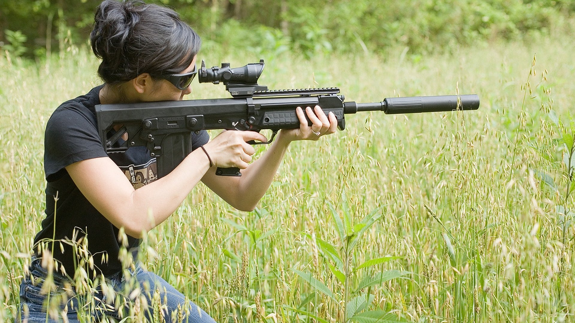 Women - Girls & Guns  Wallpaper