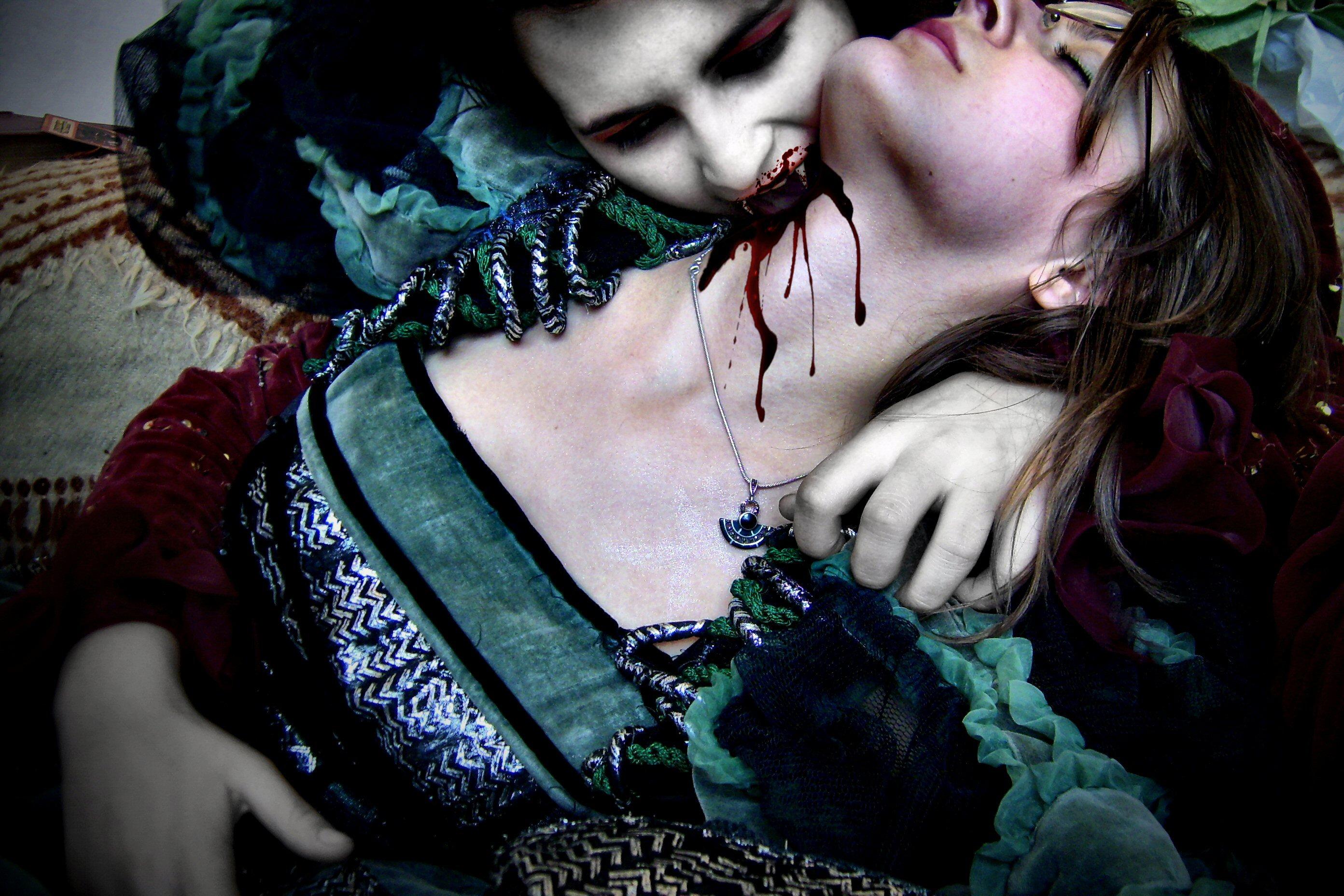 gothic vampire bloody girl - photo #44