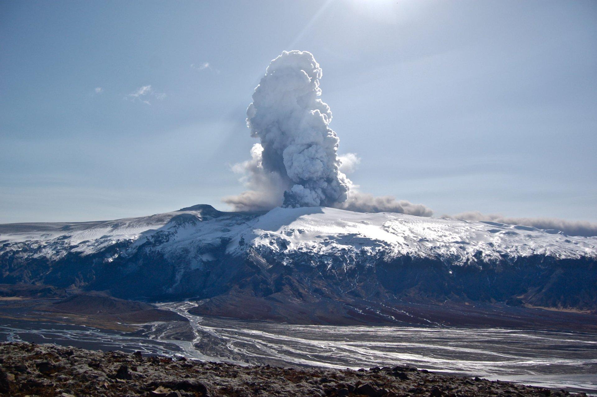 Earth - Volcano  Wallpaper