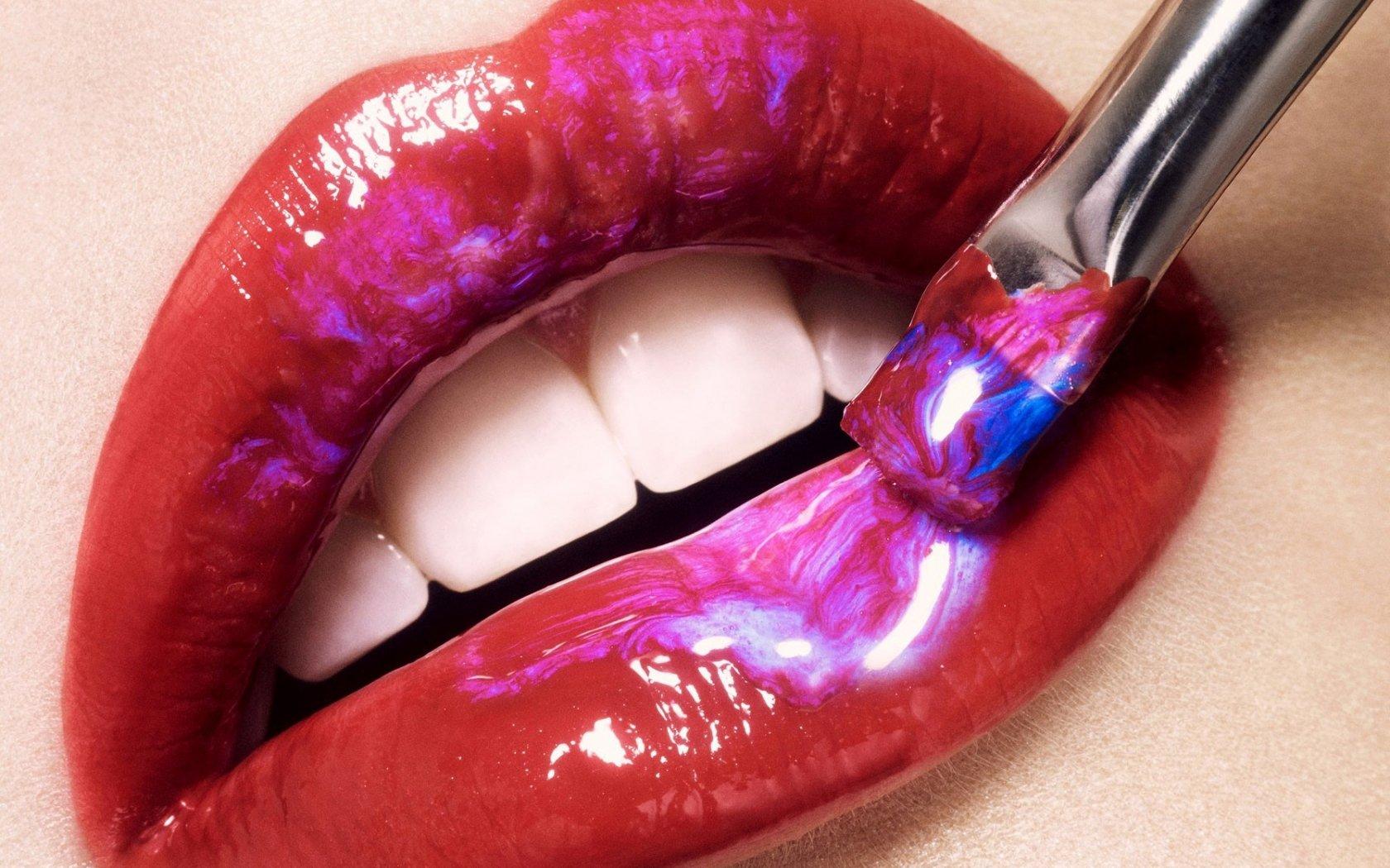 Women - Lips  Wallpaper