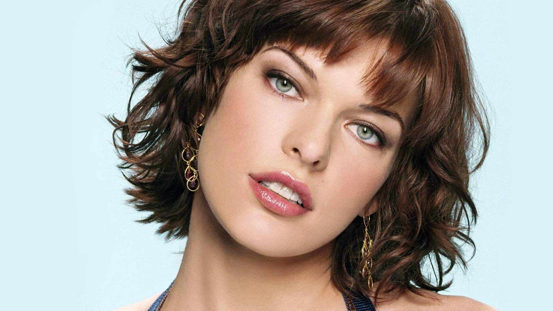 Celebrity - Milla Jovovich  Woman Pretty Cute Wallpaper