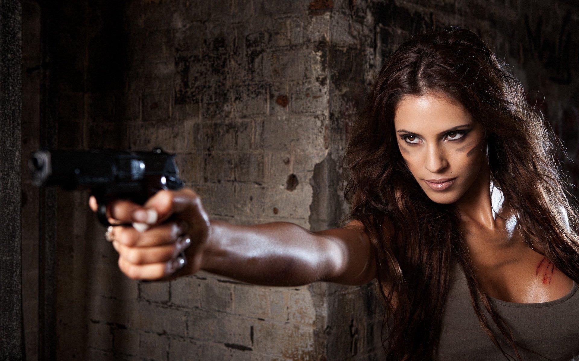 Women - Girls & Guns  Wallpaper