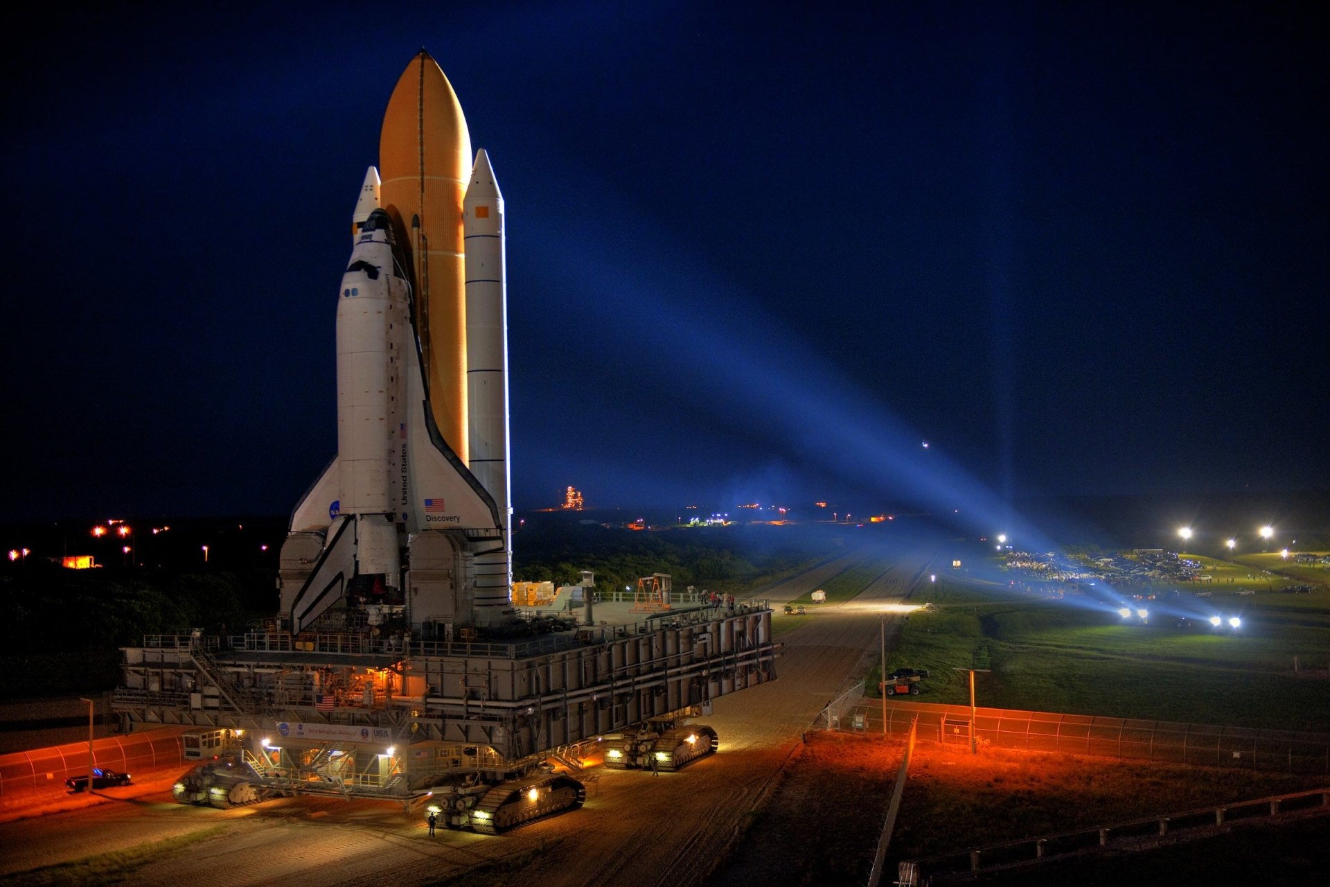 Vehicles - Space Shuttle Discovery  NASA Shuttle Space Space Shuttle Launching Pad Wallpaper