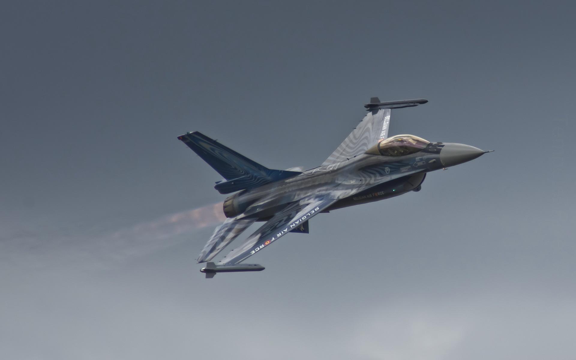 General Dynamics F 16 Fighting Falcon Hd Wallpaper: F-16 Fighting Falcon HD Wallpaper