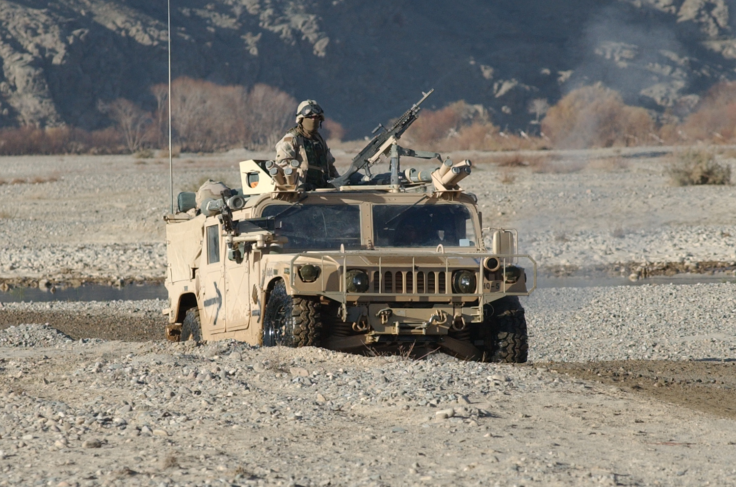 Military - Vehicle  Soldier Wallpaper
