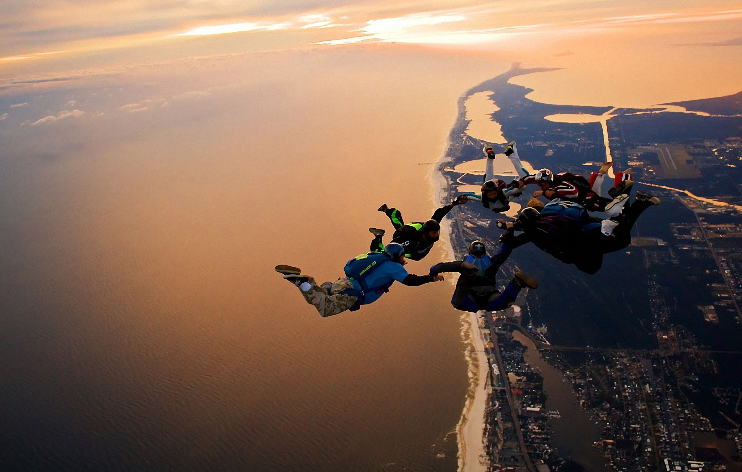 Resultado de imagem para skydiving wallpaper