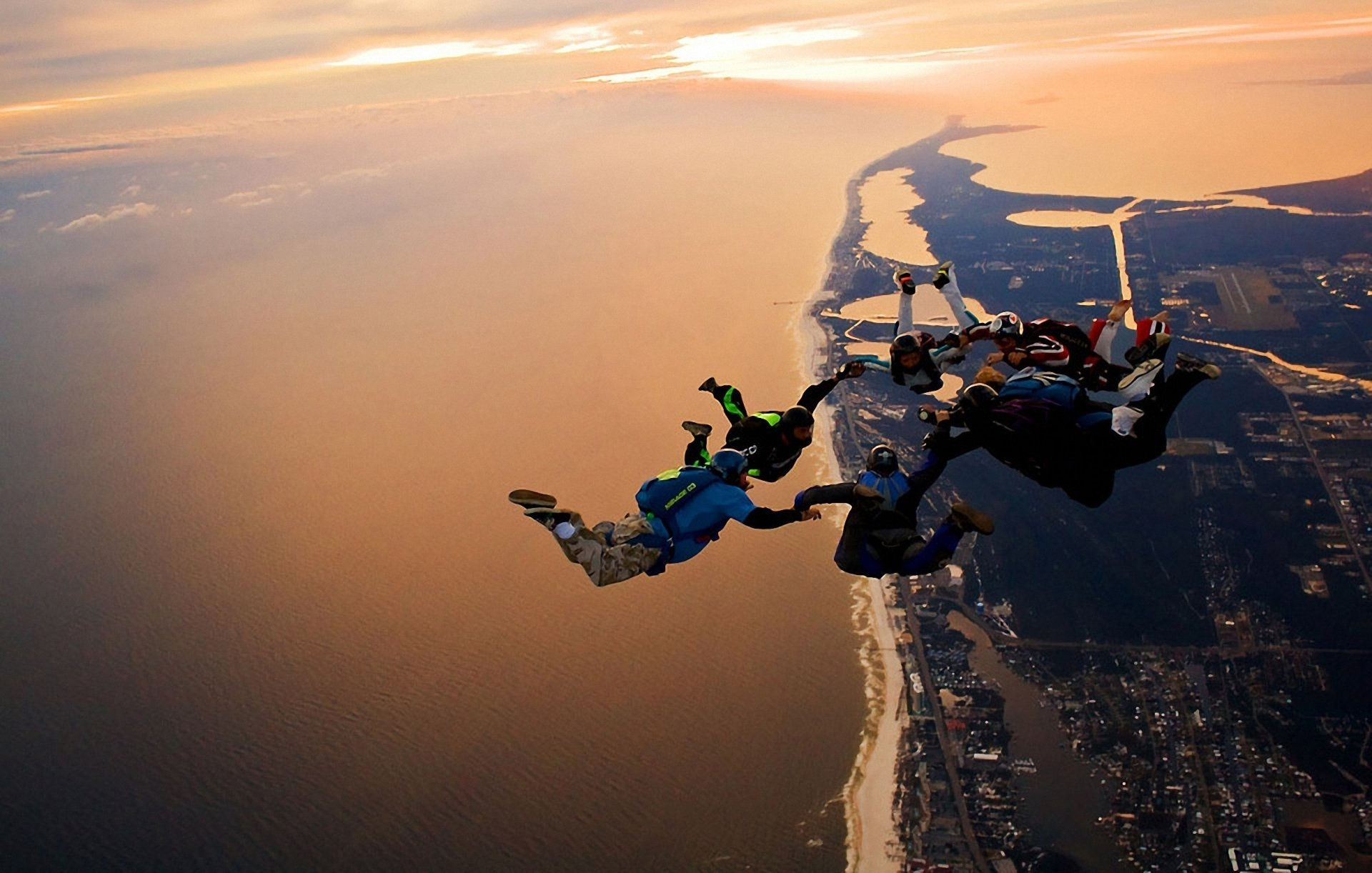 Sports - Skydiving  People Landscape City Wallpaper