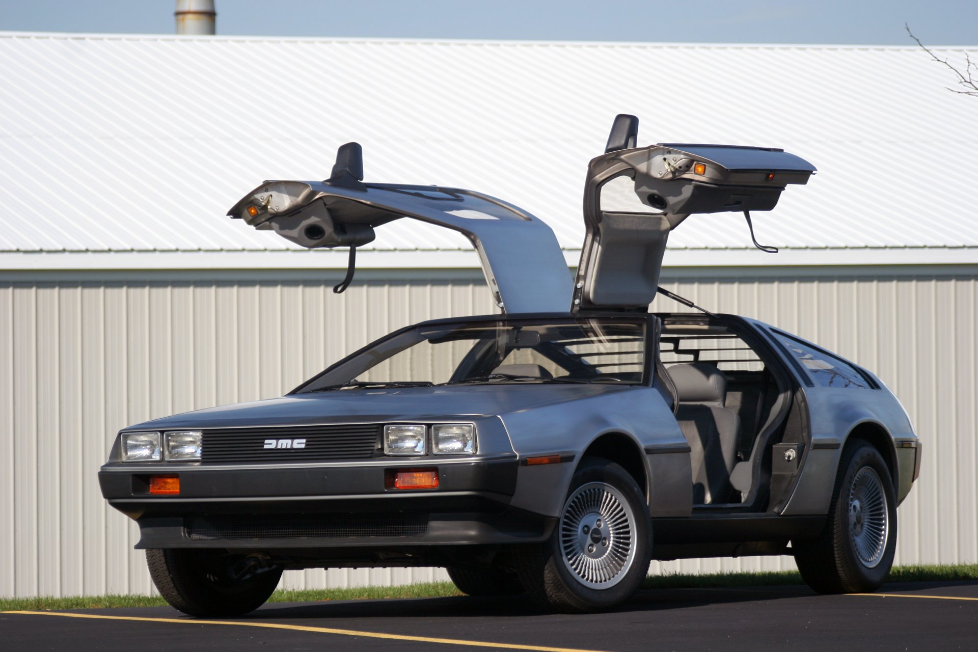 Vehicles - Delorean  Wallpaper