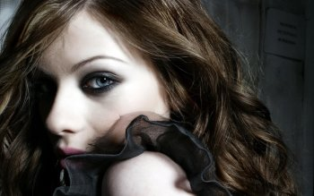 Celebrity - Michelle Trachtenberg Wallpapers and Backgrounds ID : 3536