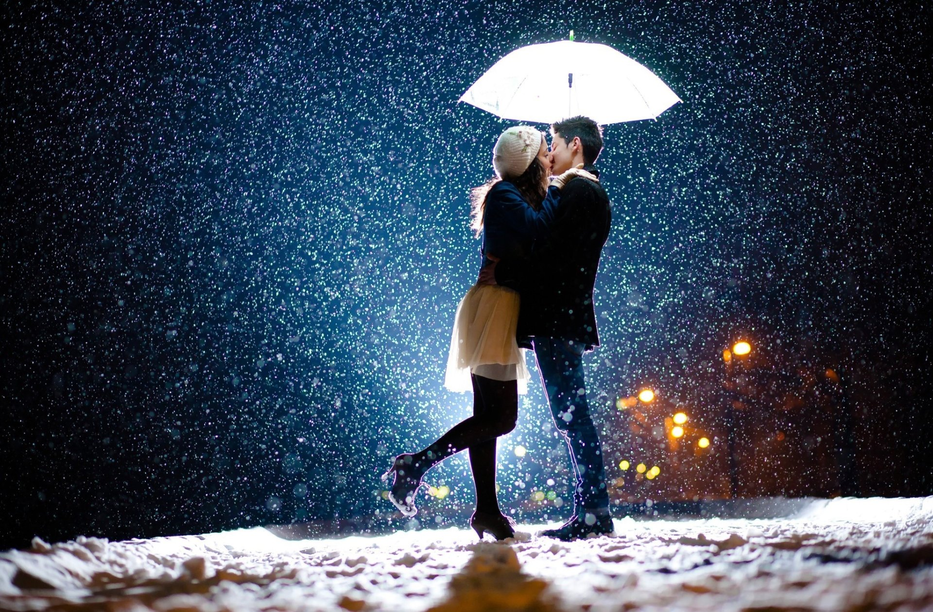 Women - Mood  Girl Boy Snowfall Umbrella Street Evening Kiss Love Wallpaper