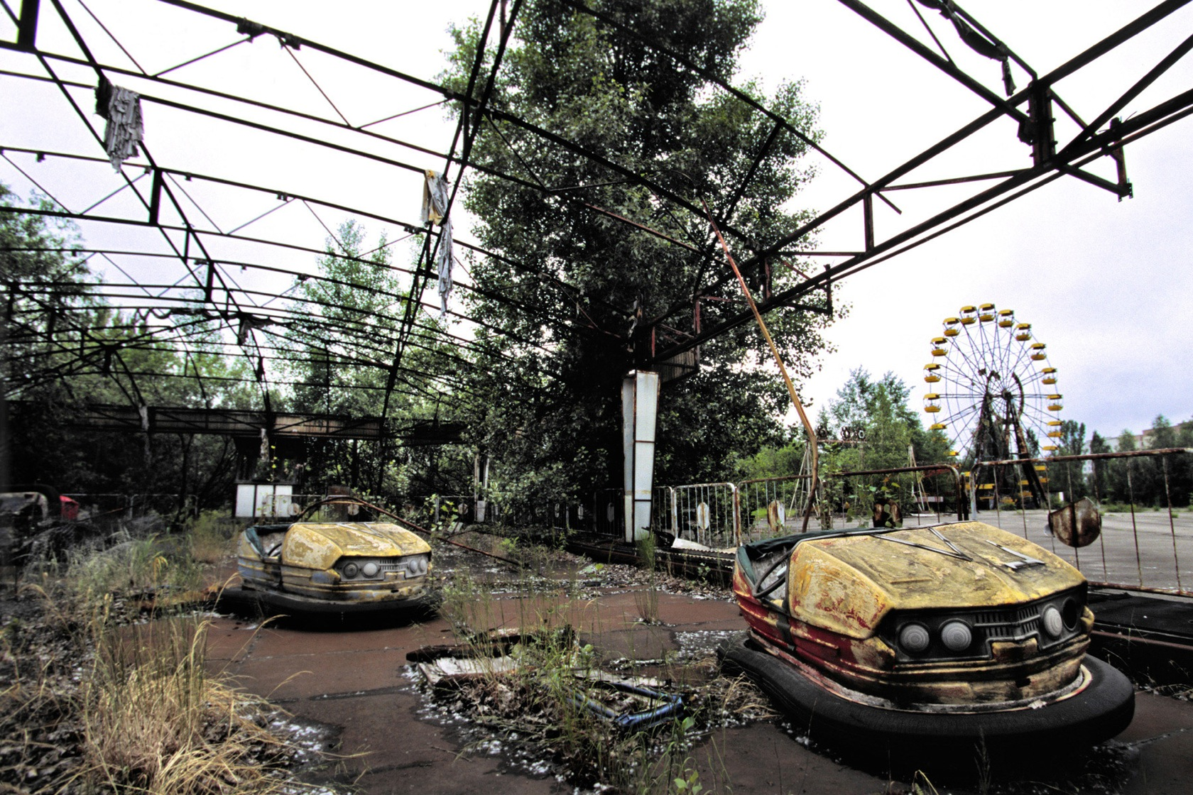 Sci Fi - Post Apocalyptic  Apocalyptic Chernobyl Wallpaper