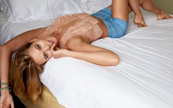 Celebrity Karlie Kloss Models United States HD Wallpaper | Background Image