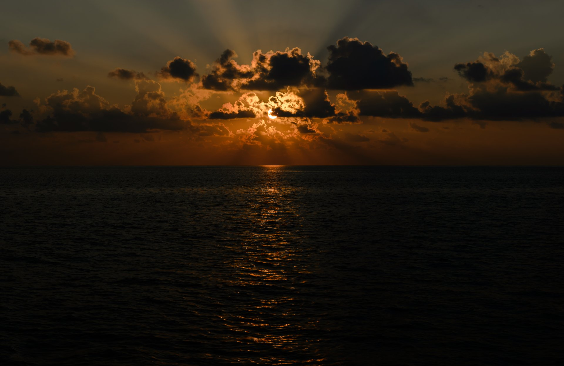 Earth - Sunset  Horizon Sun Sunbeam Ocean Cloud Wallpaper