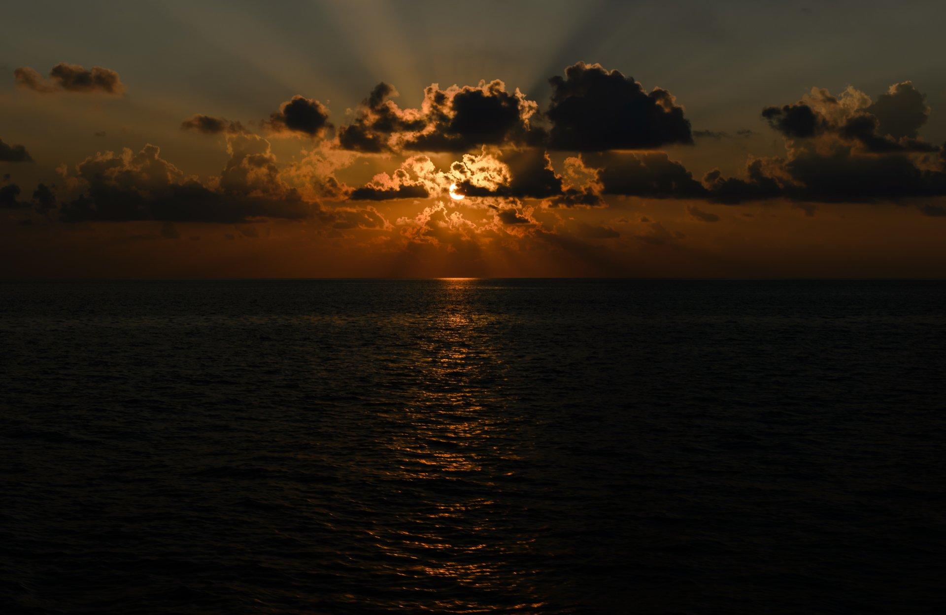 Ziemia/Natura - Zachód Słońca  Horizon Słońce Promień słońca Ocean Chmura Tapeta