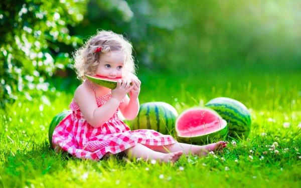 Fotografía Niño Chica Little Girl Sandía Hierba Verano Bokeh Sunny Barefoot Fondo de pantalla HD | Fondo de Escritorio