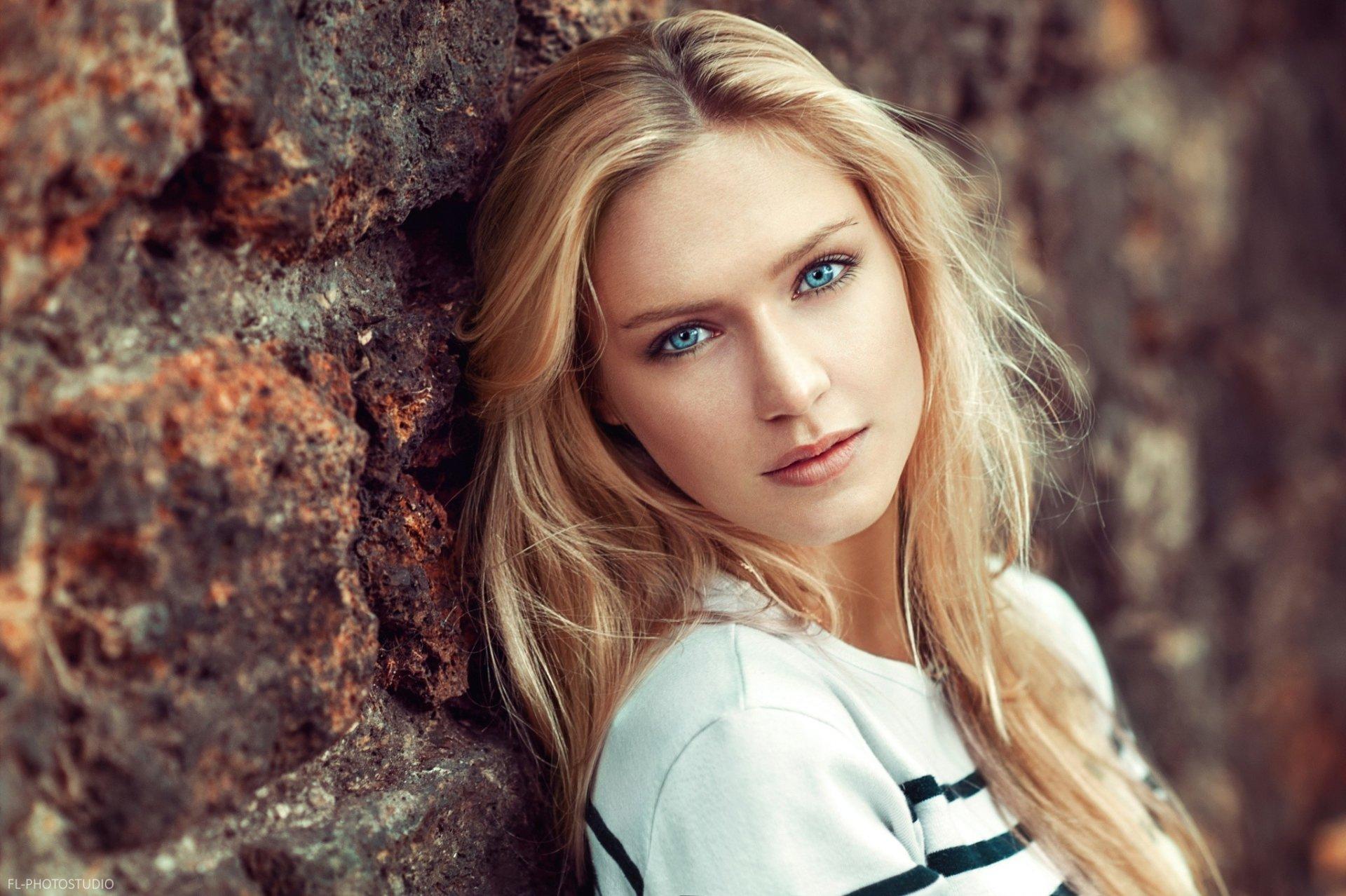 Women - Eva Mikulski  Blue Eyes Model Woman Girl Brick Blonde Wallpaper