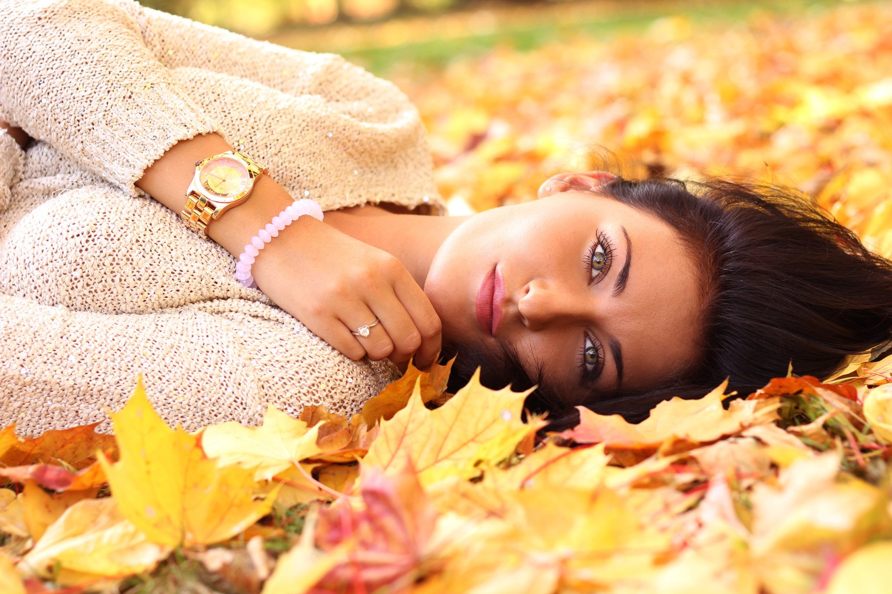 Women - Model  Woman Girl Fall Leaf Lying Down Brunette Wallpaper