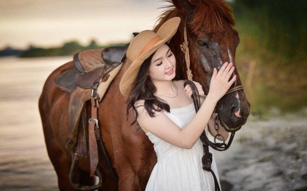 Femmes Asiatique Top Model Cheval Brune Hat White Dress Fond d'écran HD | Image