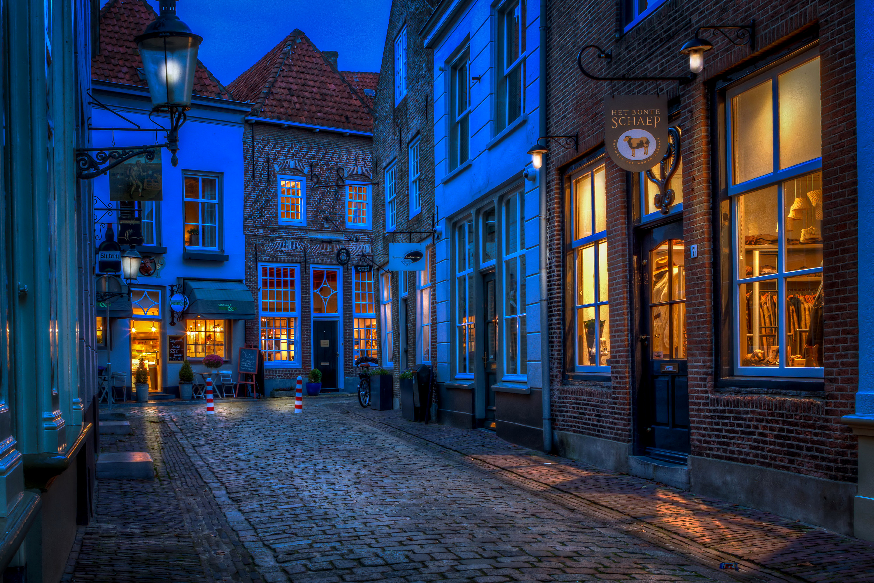 Narrow Street In Drunen Netherlands Hd Wallpaper