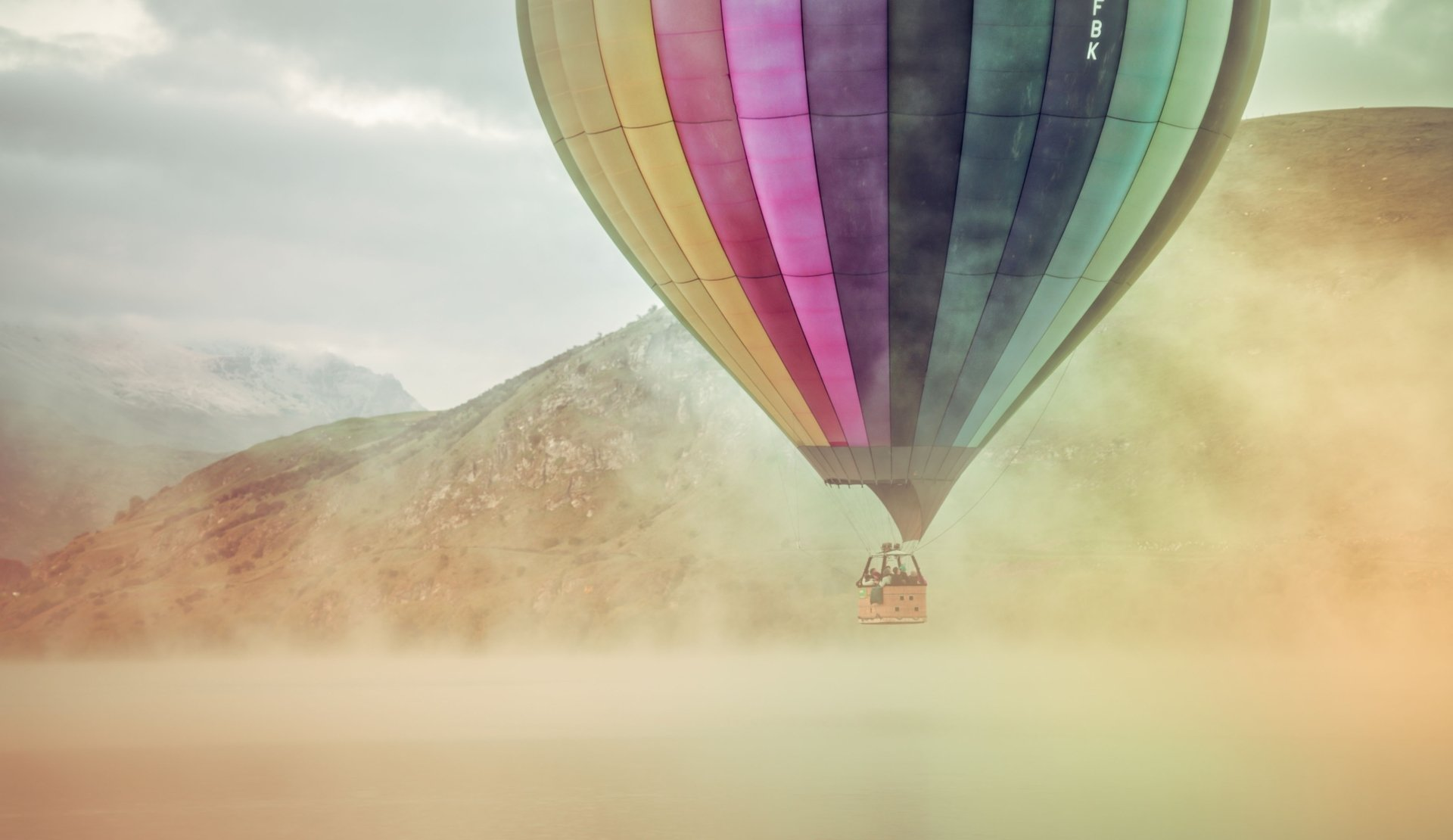 Vehicles - Hot Air Balloon  Colors Vehicle Fog Wallpaper