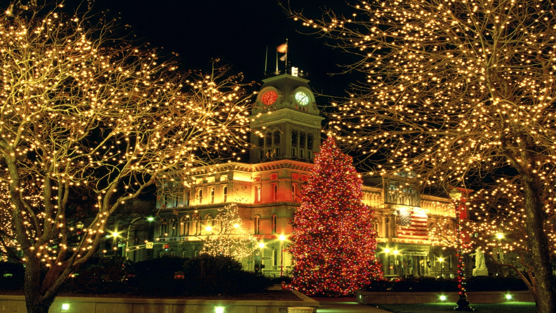 Christmas Lights in City Square HD Wallpaper | Background