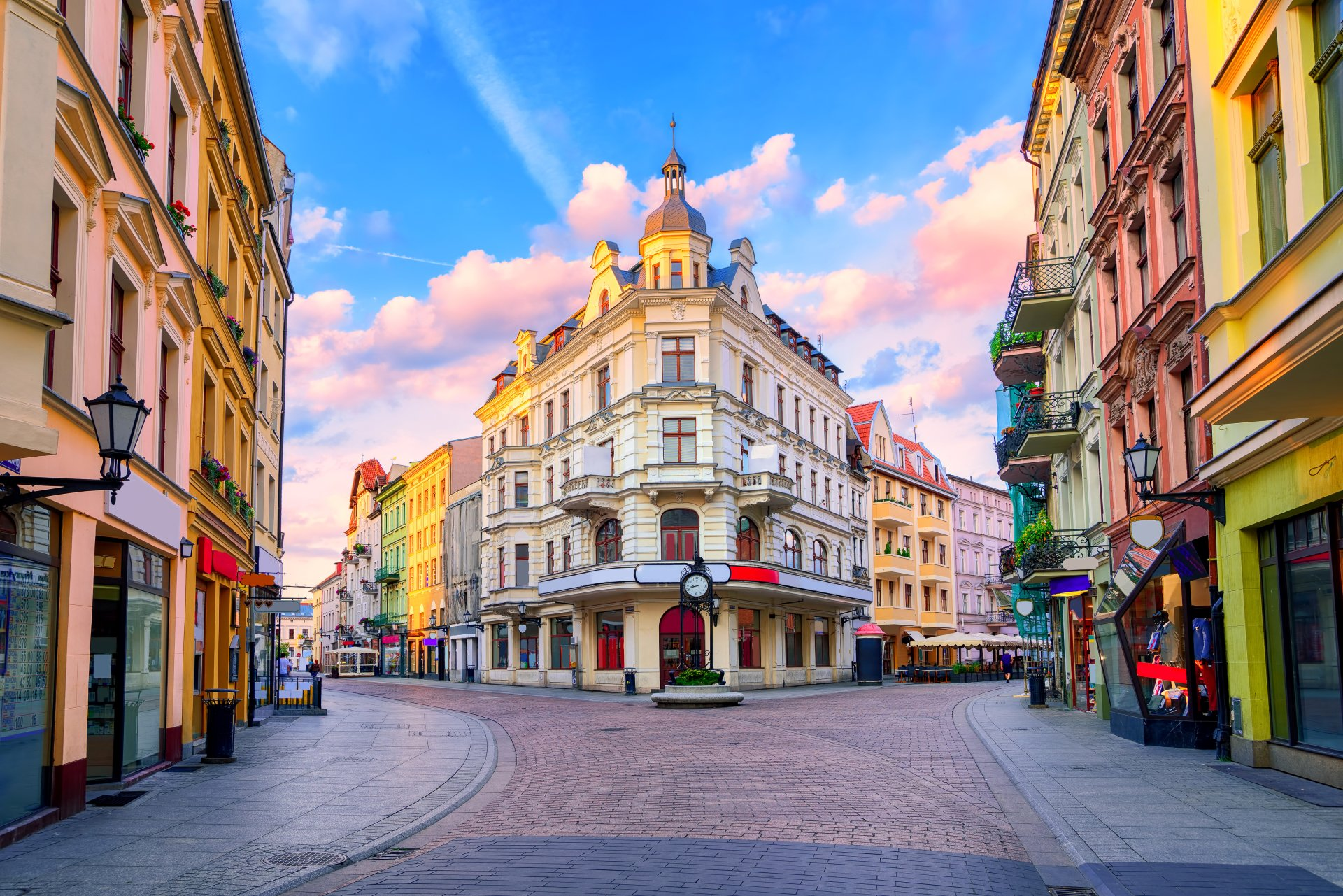 Man Made - City  Poland Architecture Square Building Wallpaper