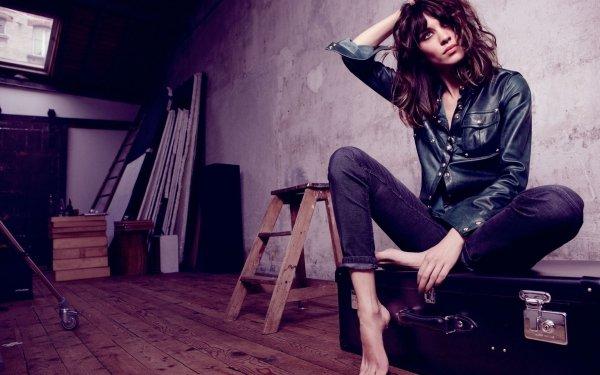 Women Alexa Chung Models United Kingdom Model Brunette Suitcase HD Wallpaper | Background Image