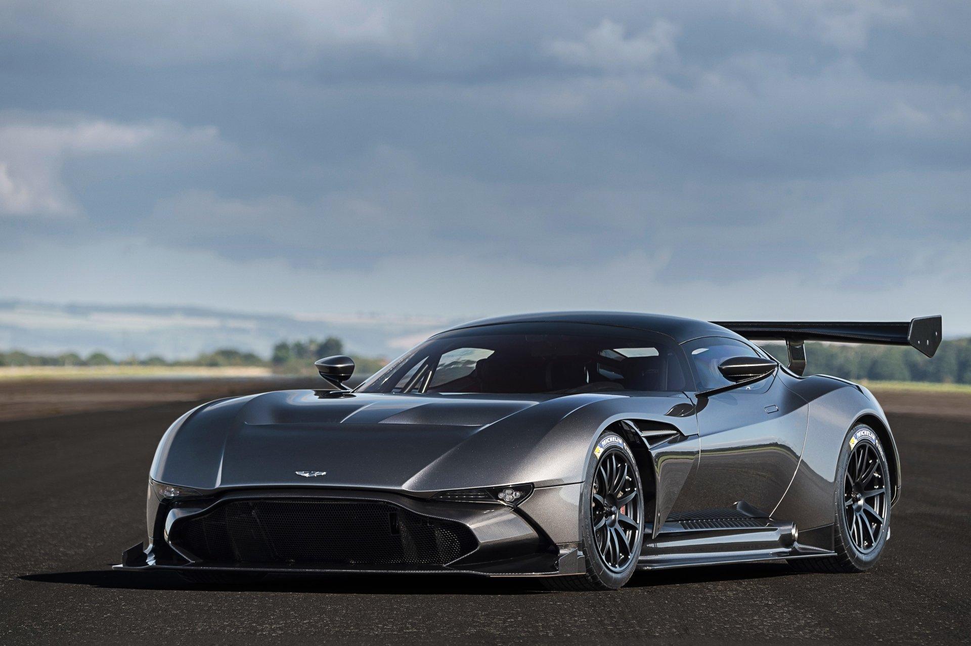 Véhicules - Aston Martin Vulcan  Véhicule Supercar Voiture de course Fond d'écran