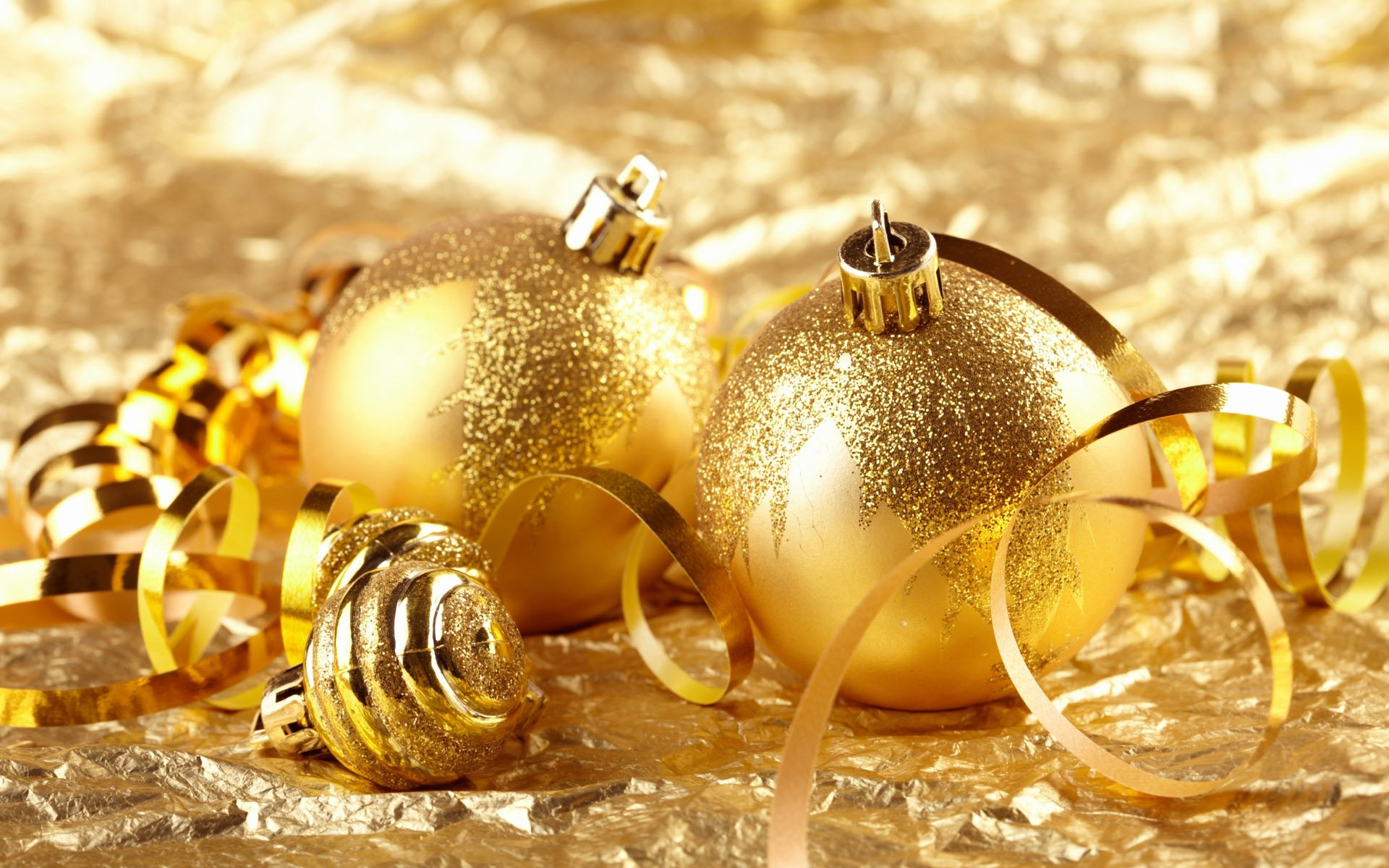 Holiday - Christmas  Christmas Ornaments Golden Wallpaper